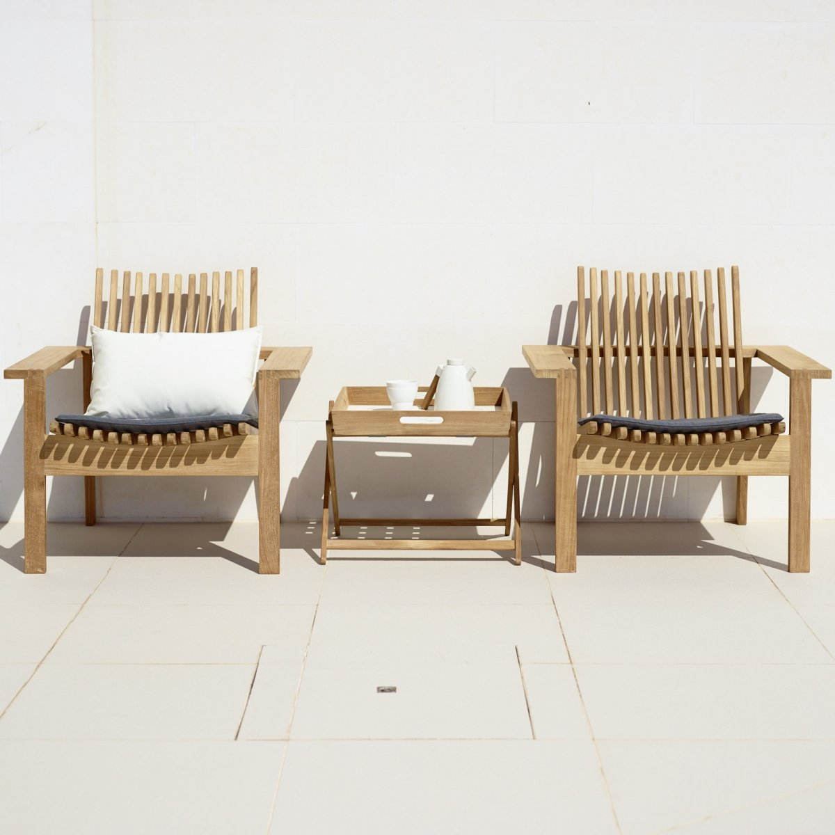 Amaze Lounge Chairs with Folding Side Table.
