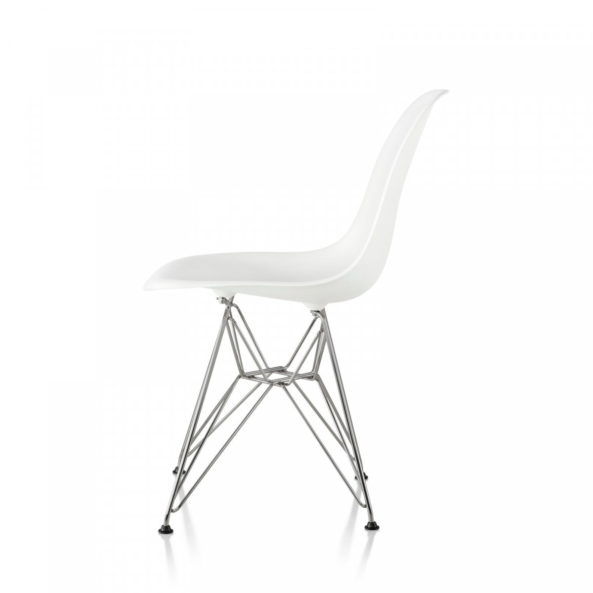 Eames Molded Plastic Side Chair Wire Base, white seat and back, trivalent chrome base, side view.