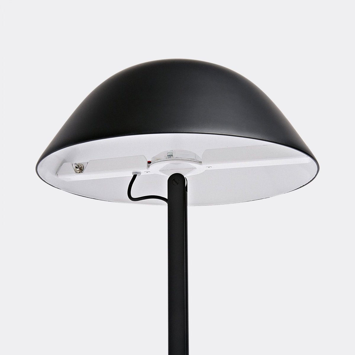 Sempé w103b table lamp, black, detail.