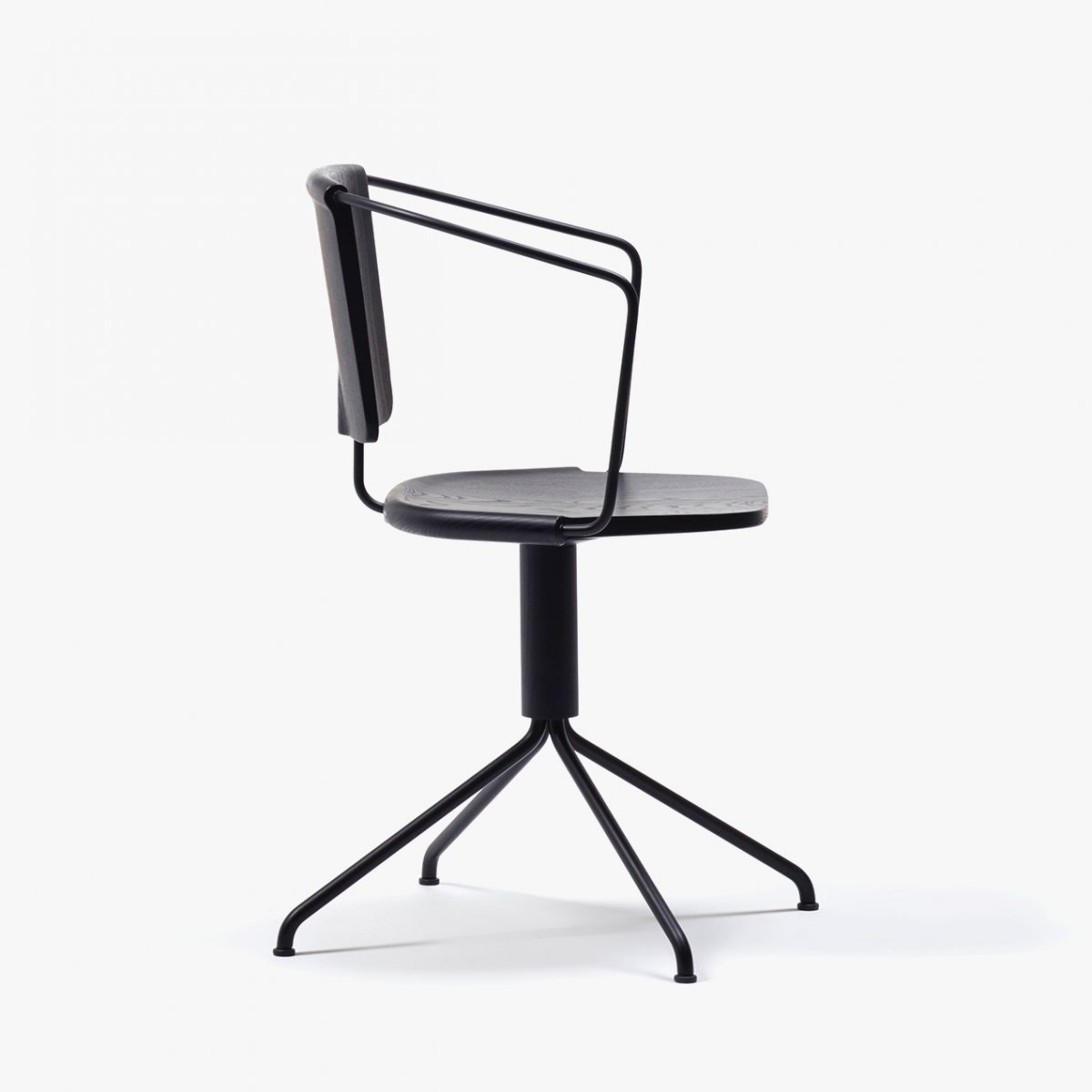 Uncino Version B swivel chair.