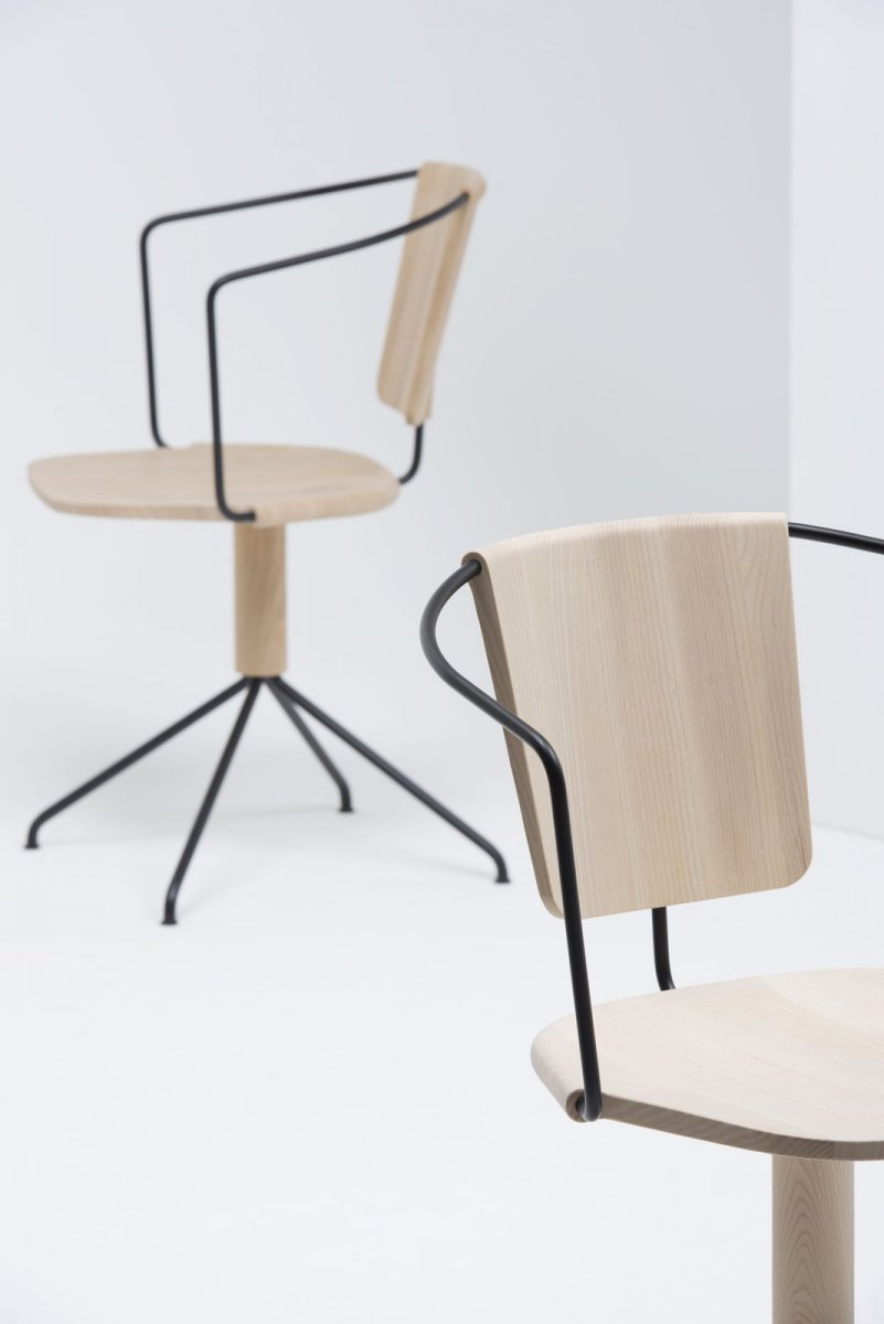 Uncino Version B swivel chairs.