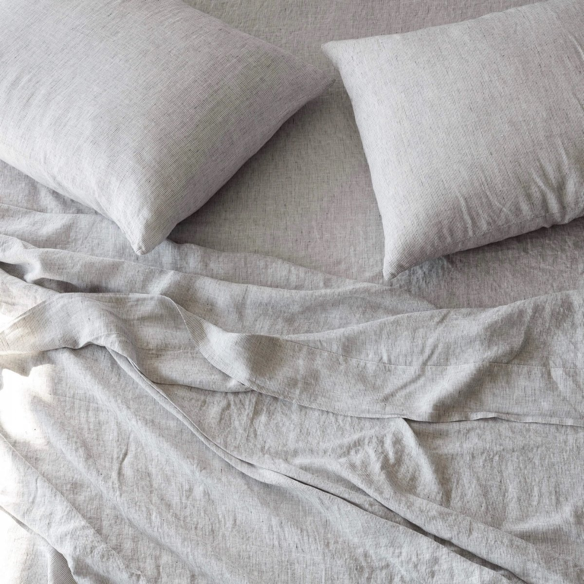 Stonewashed Linen Bed Bundle, graphite stripe.