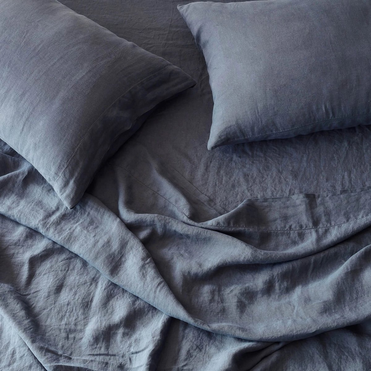 Stonewashed Linen Bed Bundle, slate blue.