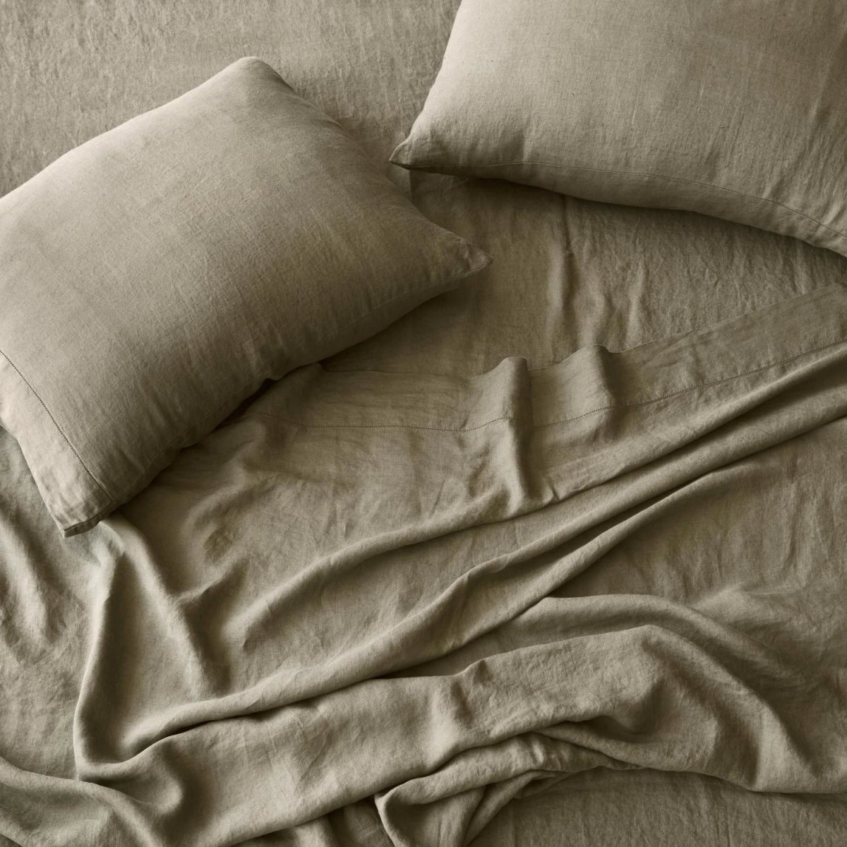 Stonewashed Linen Bed Bundle, olive.