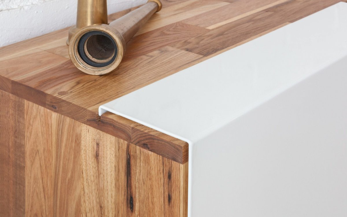 LAXseries 3X Shelf with Base, detail.