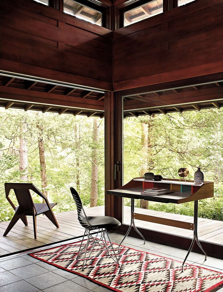 Attic workspace with a panoramic woods view. © Franc?ois Dischinger