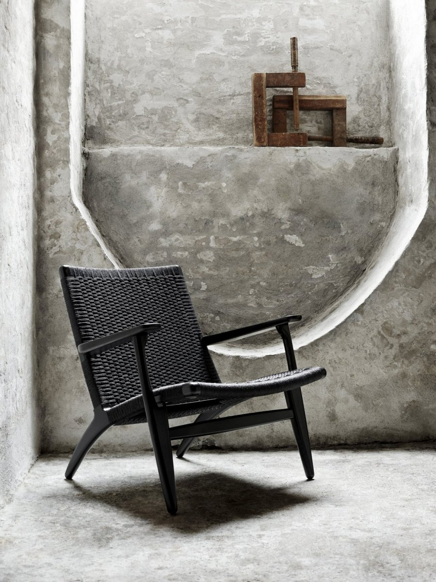 CH25 Lounge Chair, black.