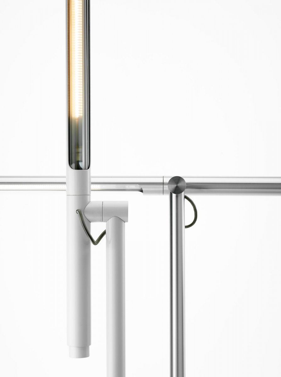 Brazo Floor lamp, white and silver, detail.