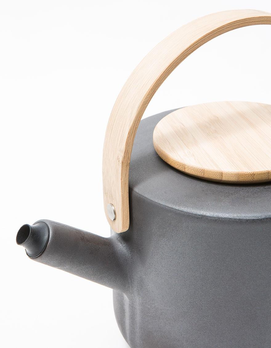 Theo Teapot, detail.