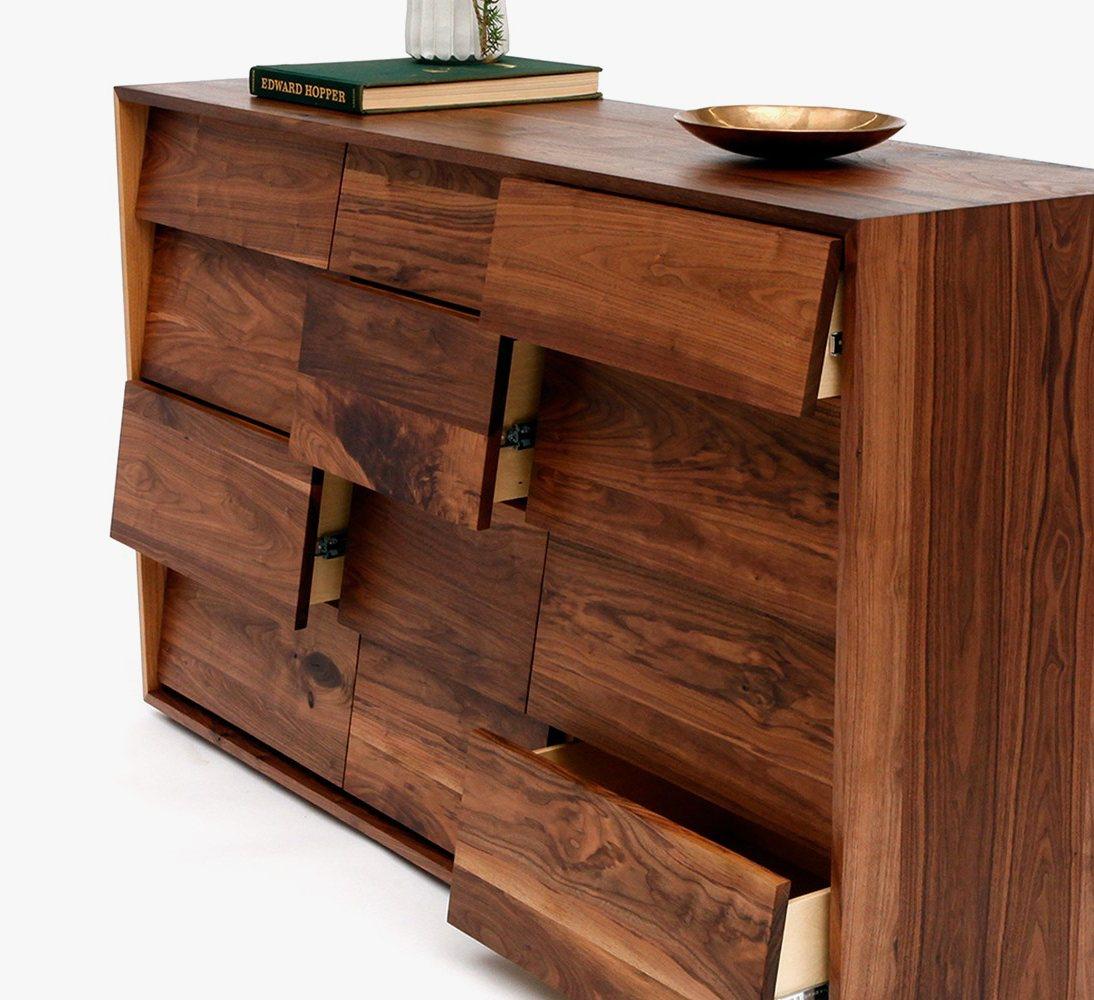THN XL 12 dresser, detail.