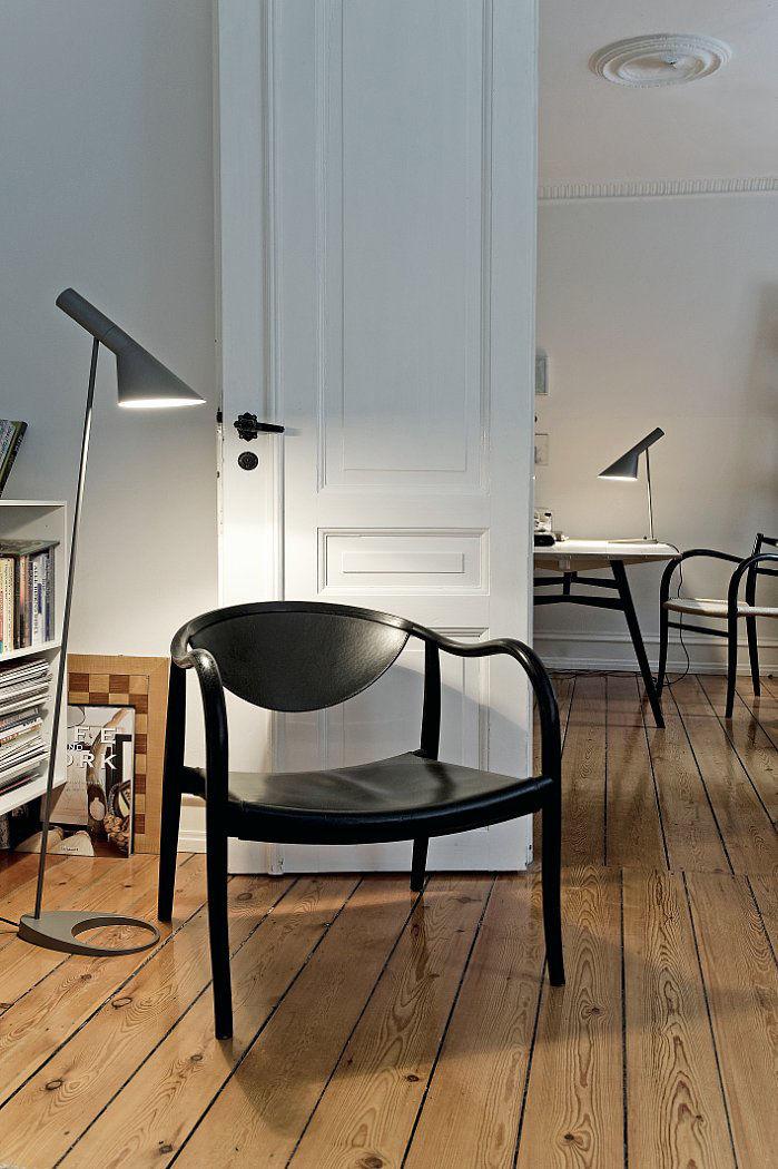 AJ Floor lamp, graphite grey.