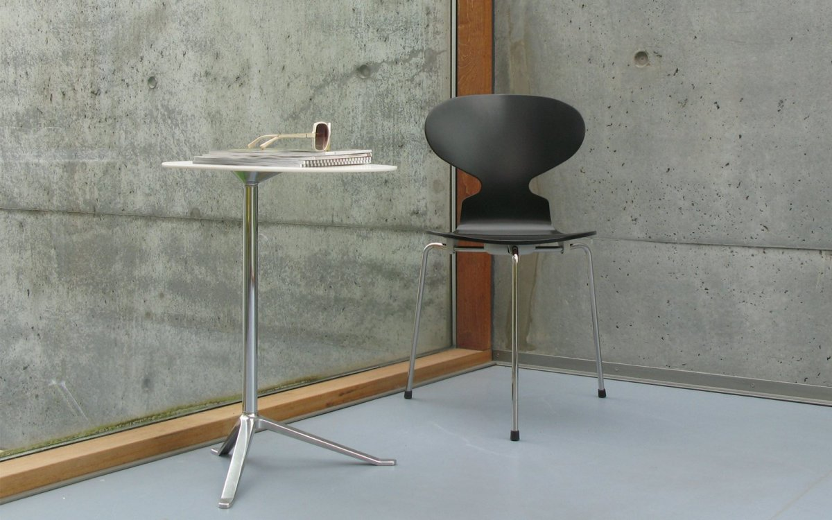 Thw Ant 3100 chair with Little Friend table.