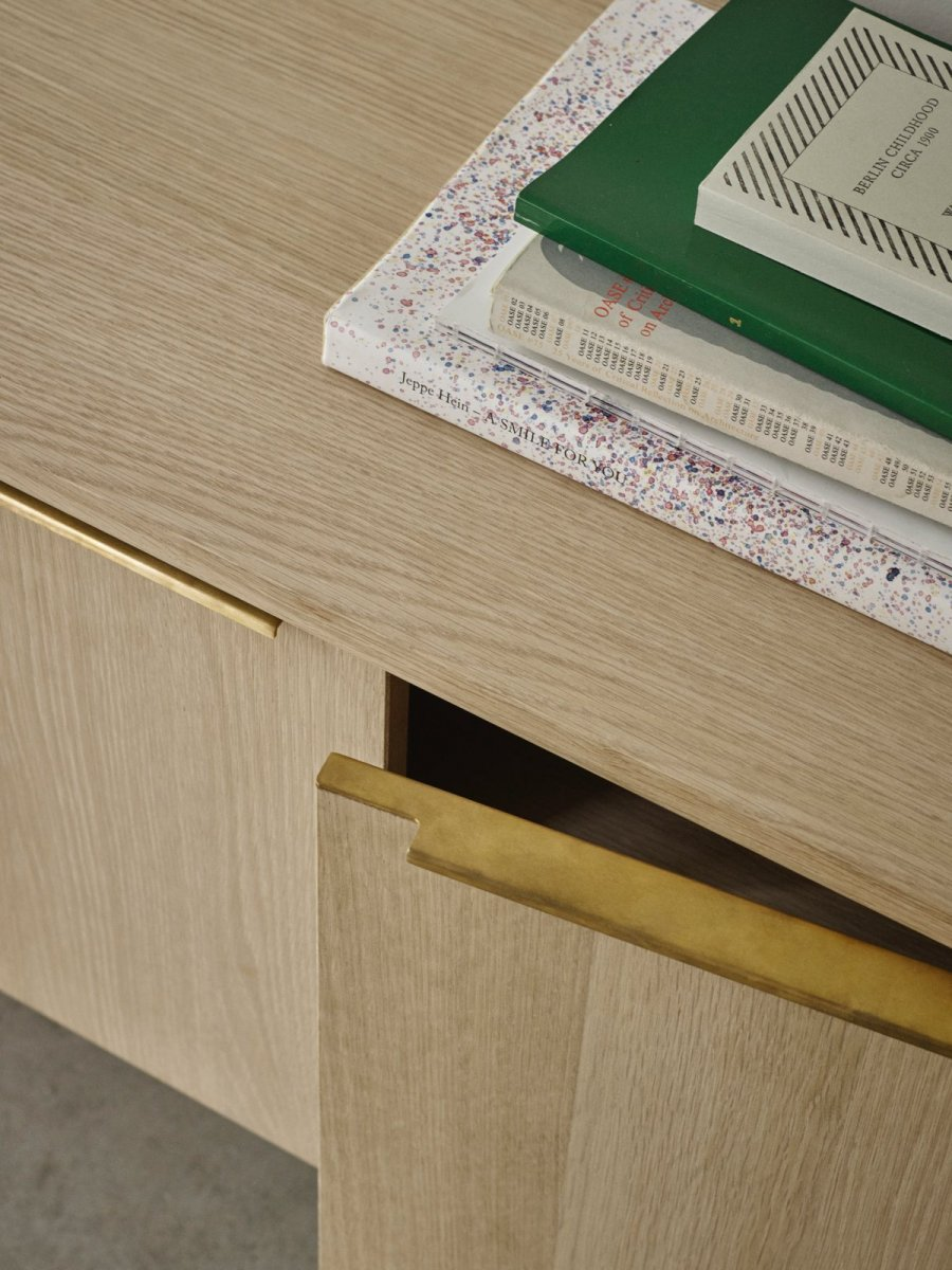 Jut Cabinet, oak, detail.
