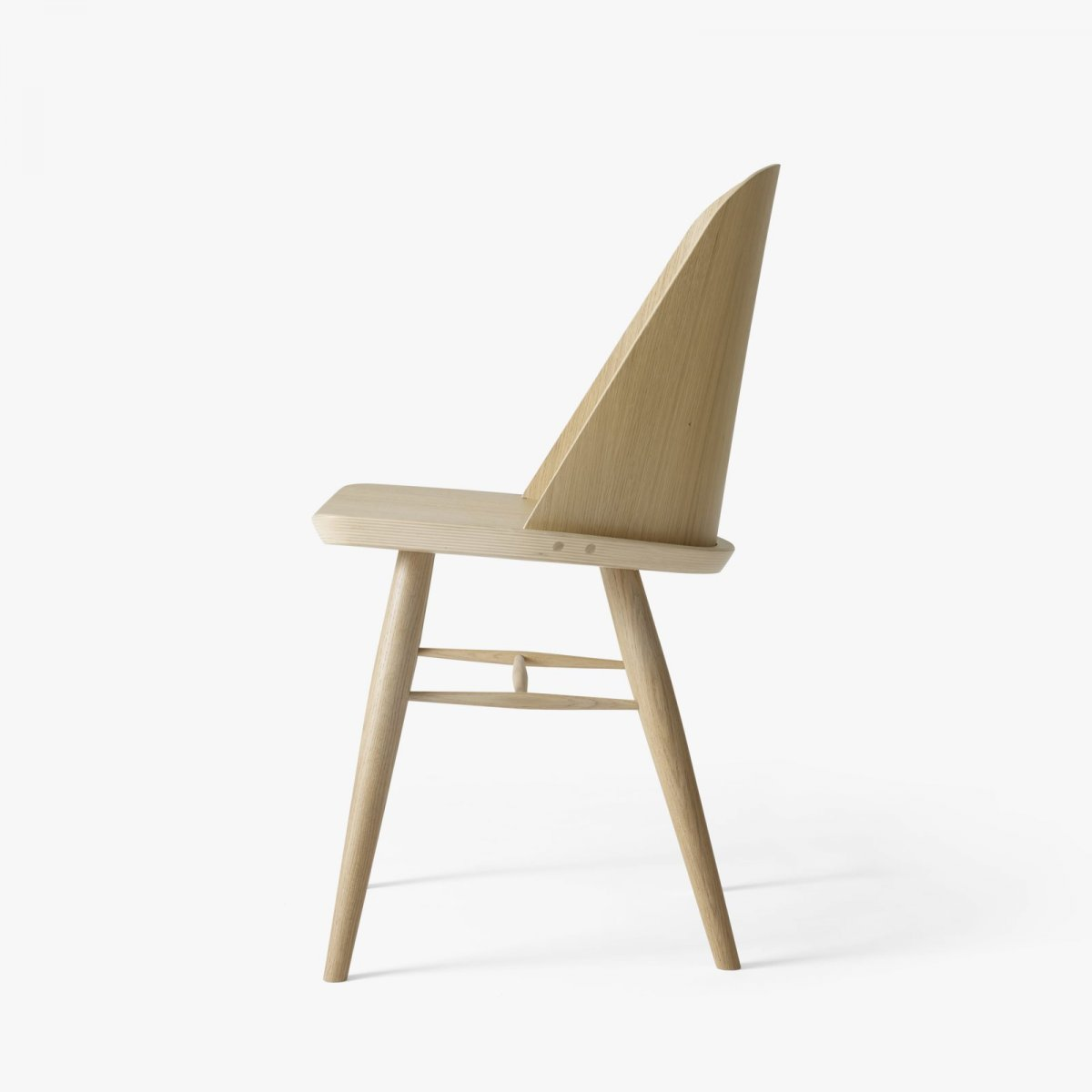 Synnes Chair, natural oak, side view.