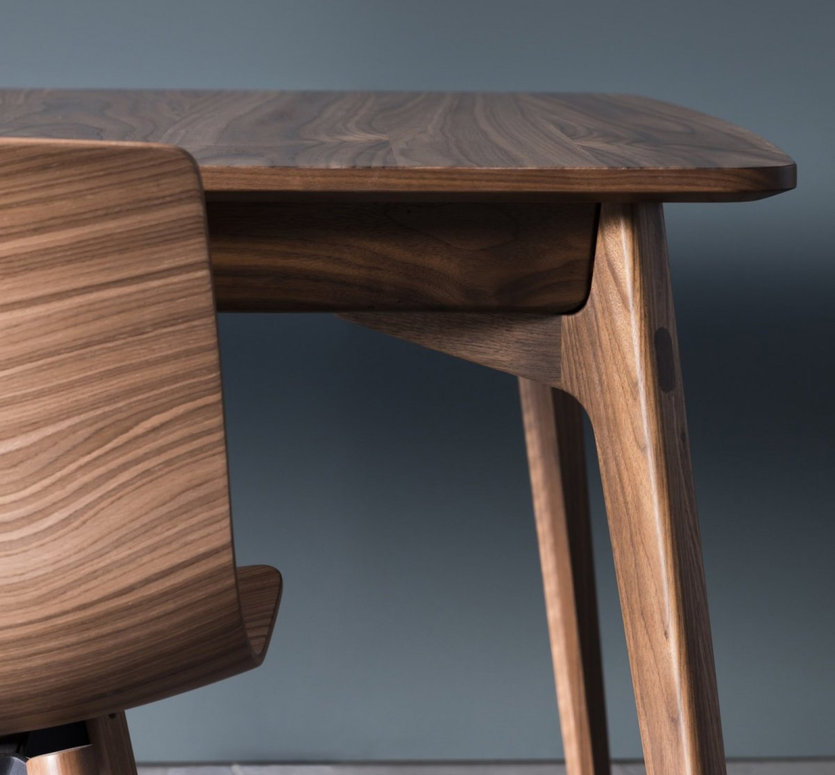 Dulwich Table, walnut, detail.