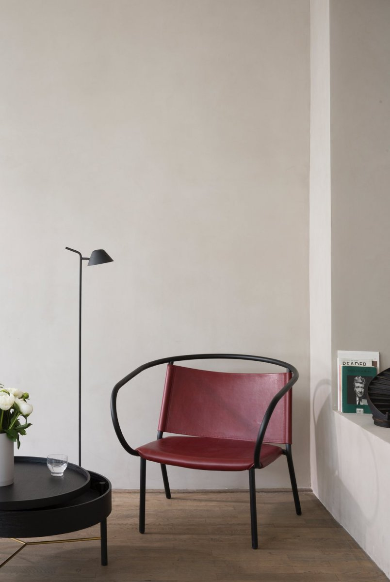 Peek Floor Lamp, black.
