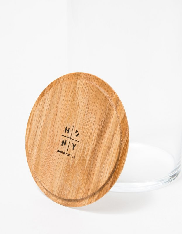 Oak lid of the Simple Storage Container.