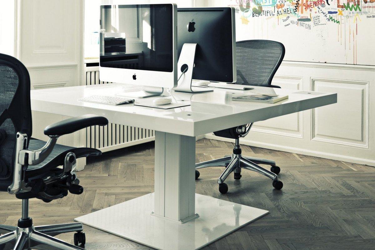 4MILK desk.