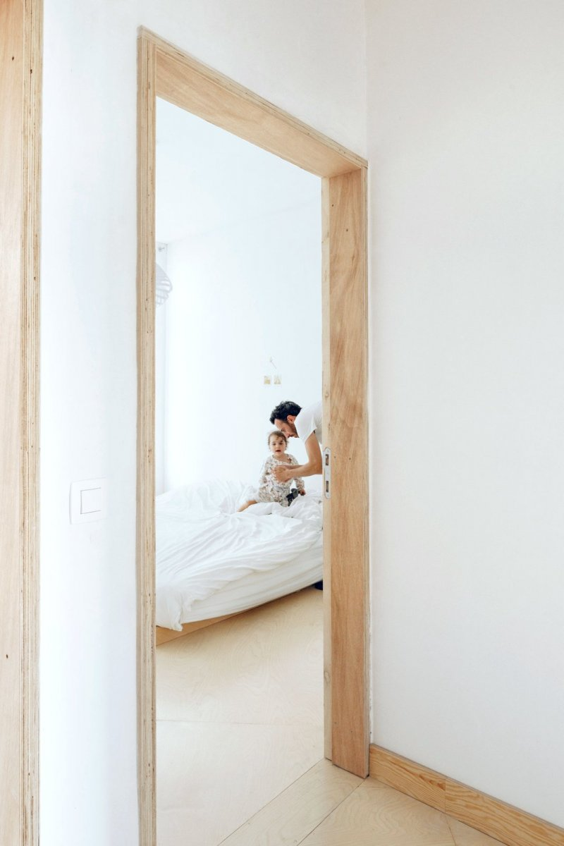 Plywood door frame. AV by i.s.m.architecten