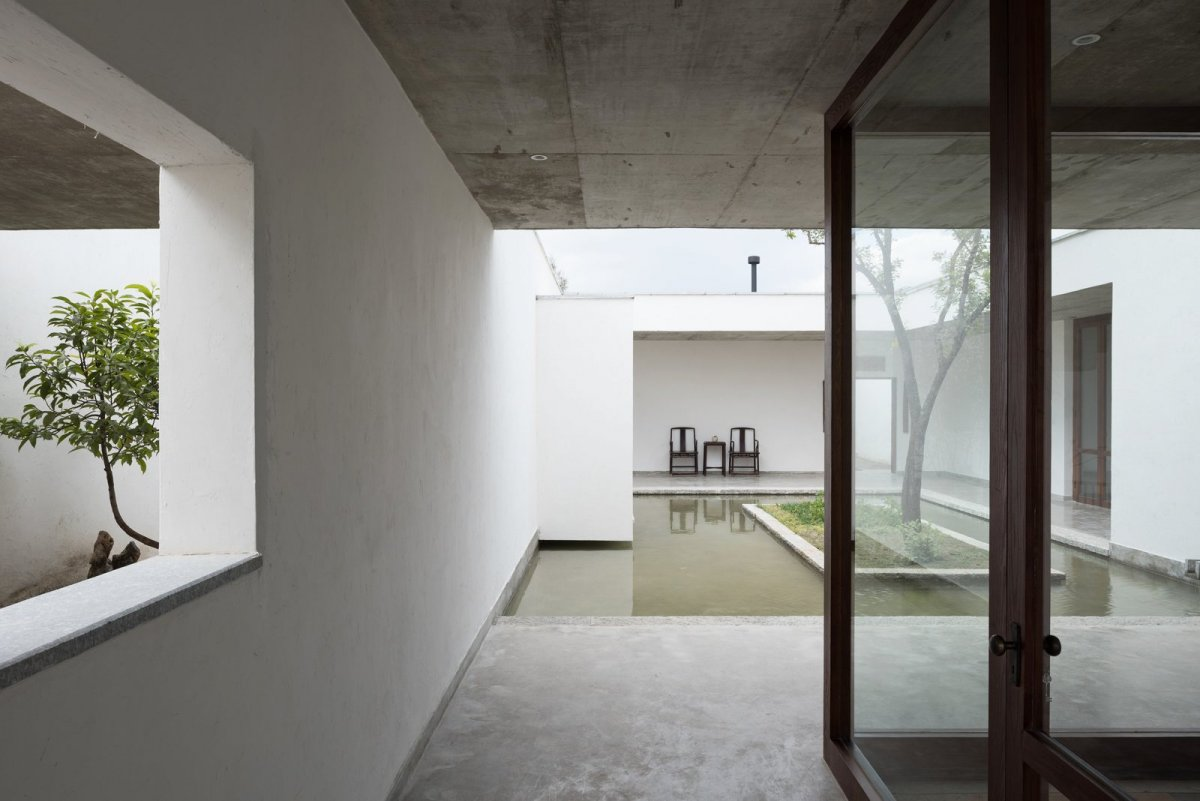 Courtyard pond. Zhu'an Residence by Zhaoyang Architects