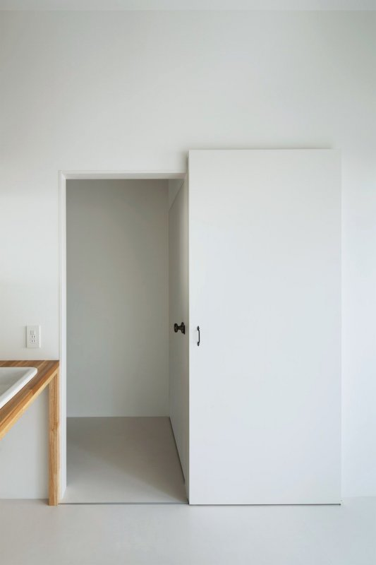 Sliding door. SOJA-O by Kaniue Architects