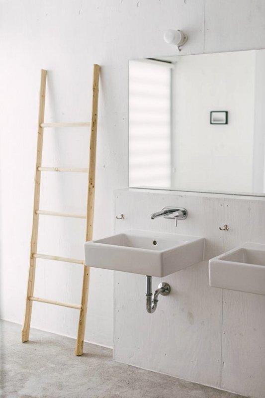 Modern rustic bathroom vanity. Strandwood House by Kilian Piltz and Wolgang Warnkross
