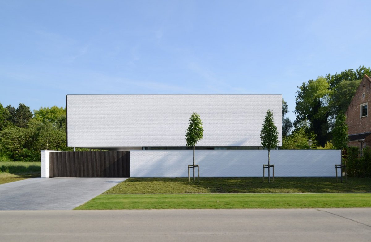 Box-shaped house with privacy. Villa GFR by Steven De Jaeghere