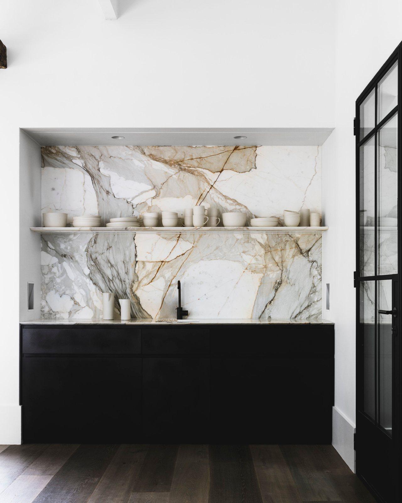 Marble slab kitchen backsplash. Hunters Hill House by Handelsmann + ...
