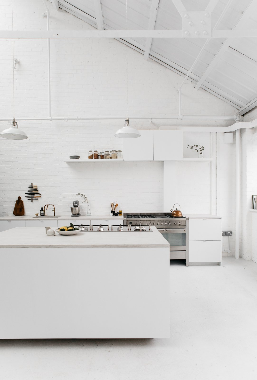 White industrial kitchen. Studio 8A by Rye London | UP interiors