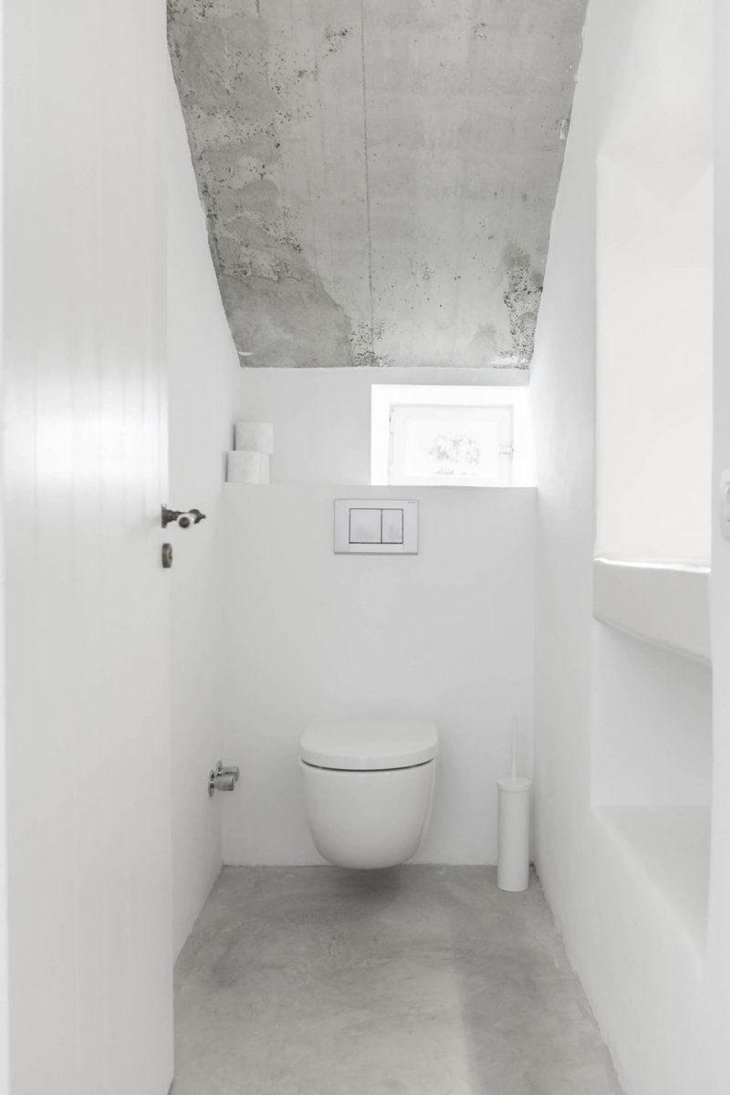 White water closet. Felanitx renovation by Munarq