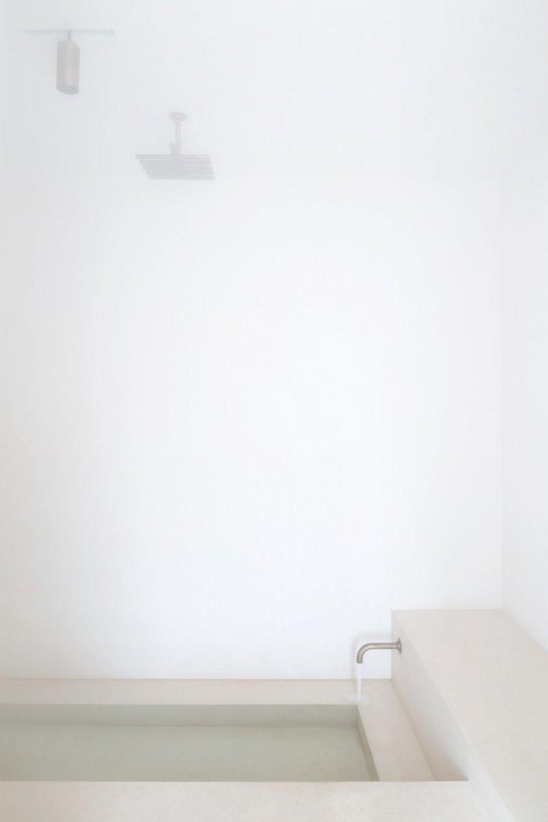Modern bathroom. Penthouse Antwerp by Hans Verstuyft Architecten