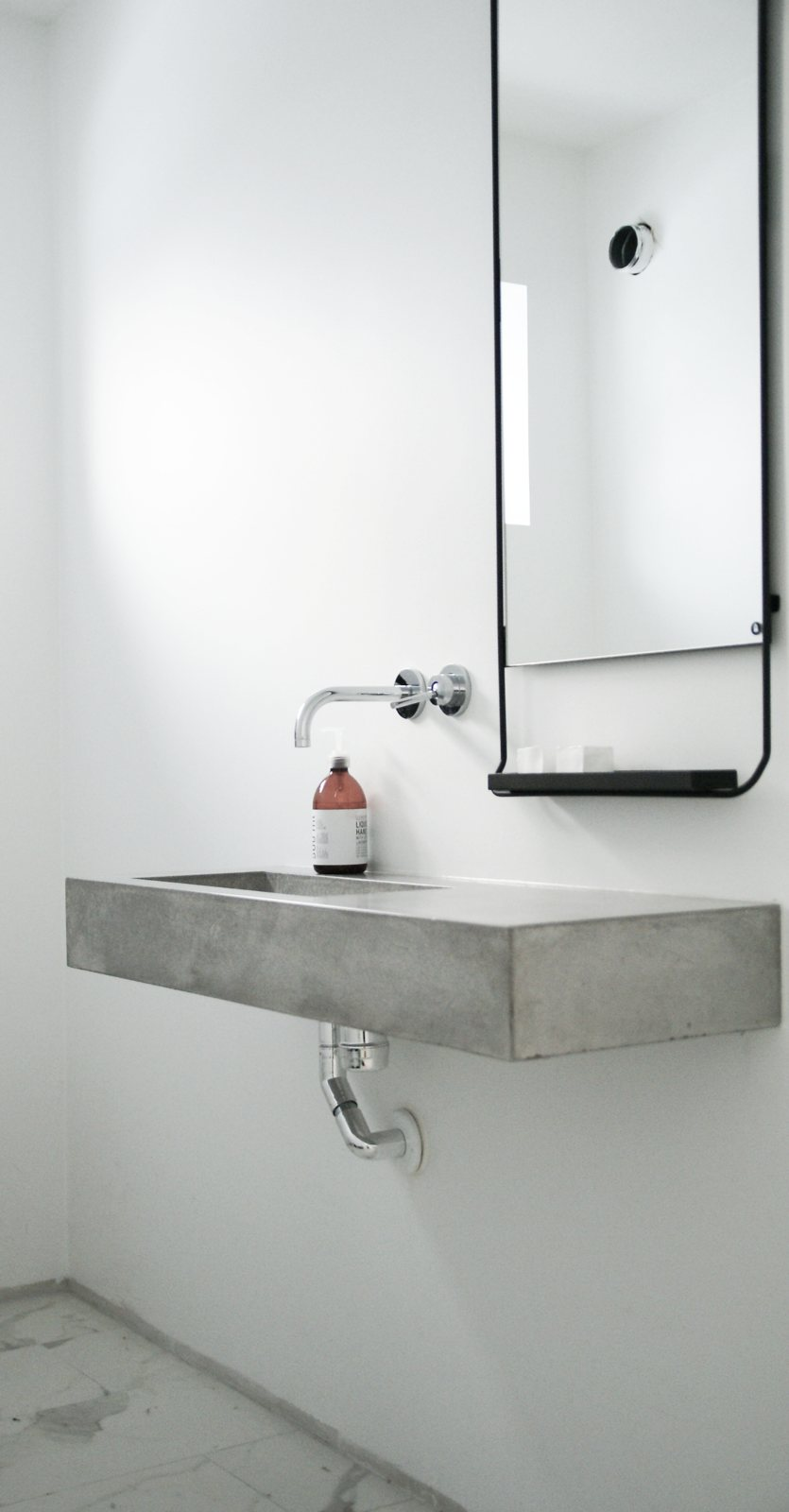 Exceptionnel Floating Concrete Sink Guest Toilet In Home Of Lene