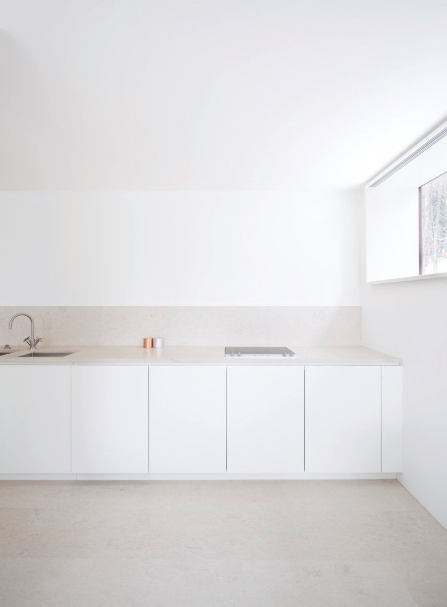 Calming straight-line kitchen. House O by Philipp Mainzer