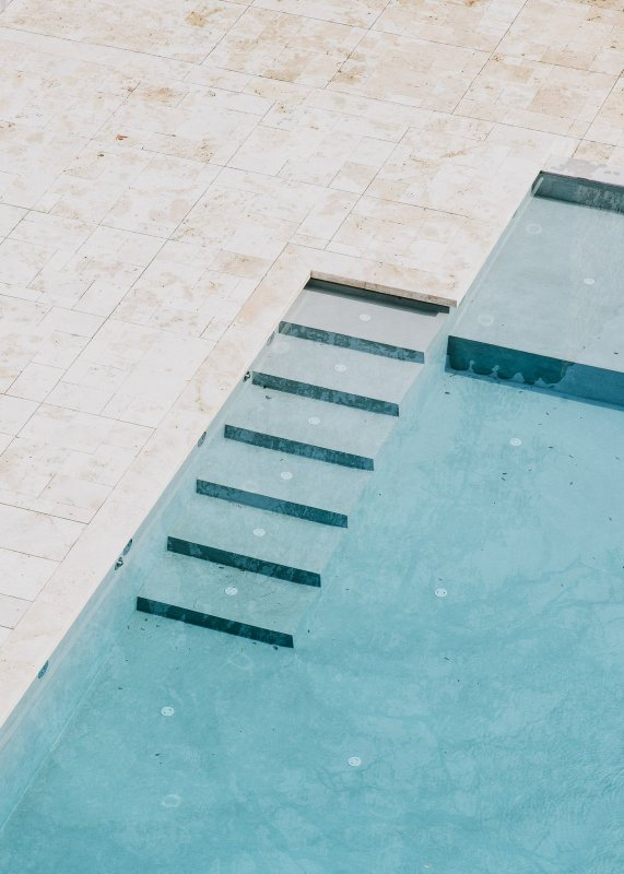 Pool steps. Castillo de Peratallada by Mesura
