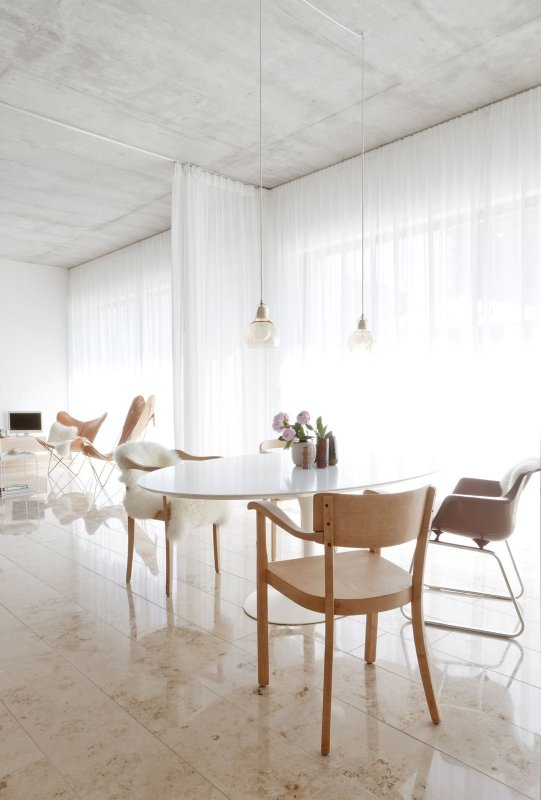 Intimate dining area. House CAL by Studio OINK