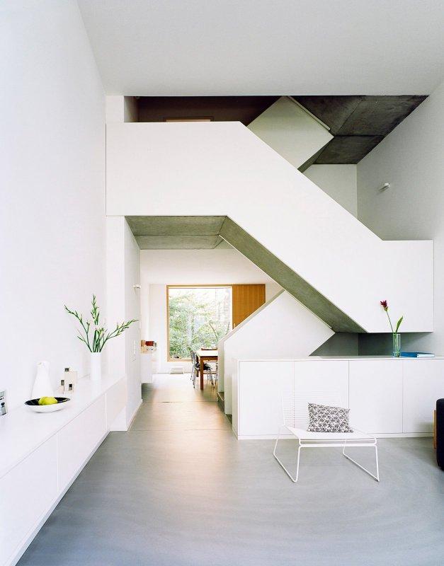 Maisonette staircase. ze05 by Zanderroth Architekten