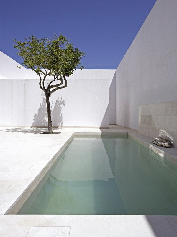 Walled patio and pool. Gaspar House by Alberto Campo Baeza