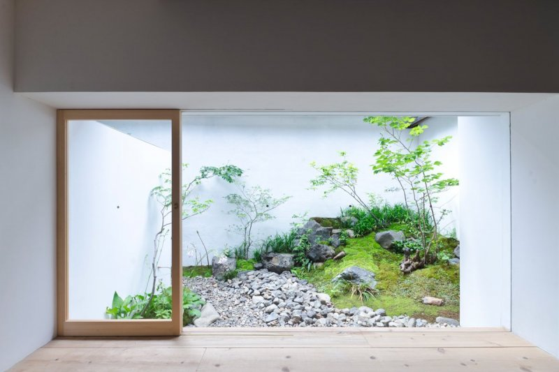 Japanese internal garden. AWOMB by Endo Shojiro Design