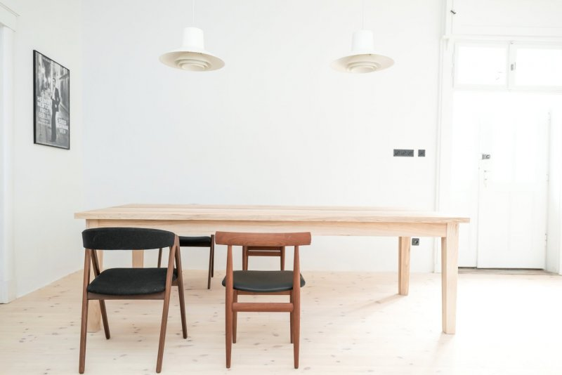 Scandinavian mid-century dining room. House from the 20's by Loft Kolasiński