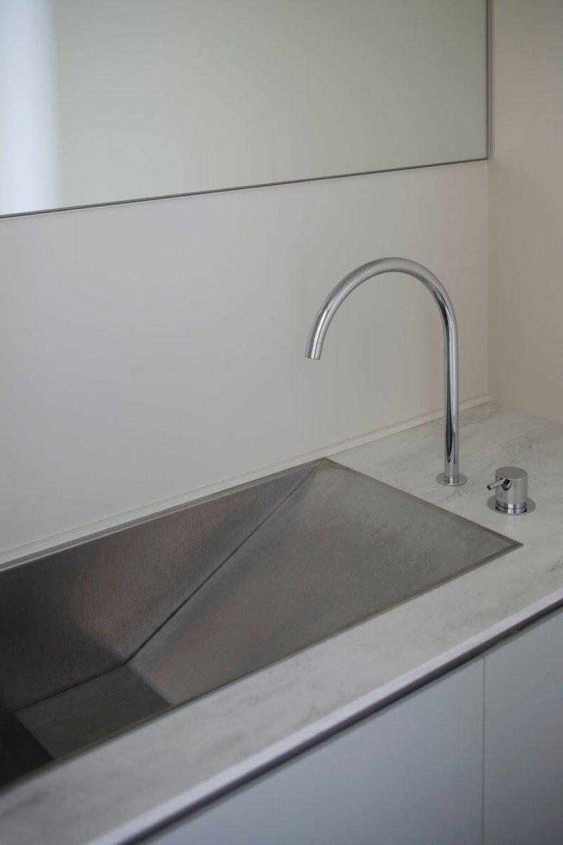 Ramp vanity sink. K Residence by CASE-REAL