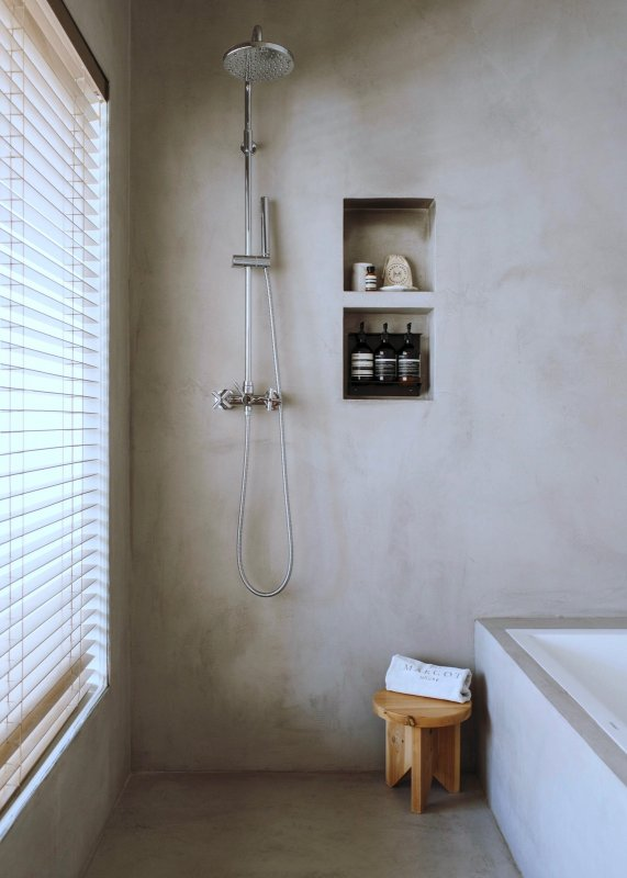 Concrete bathroom. Margot House by Conti, Cert