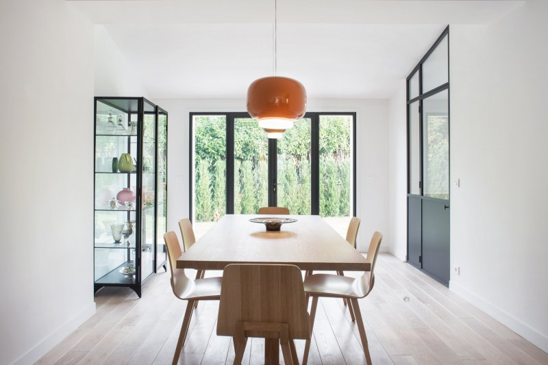 Minimal dining room. House V by Philippe Harden