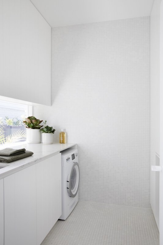 Laundry room. Nat's House by Studio Prineas