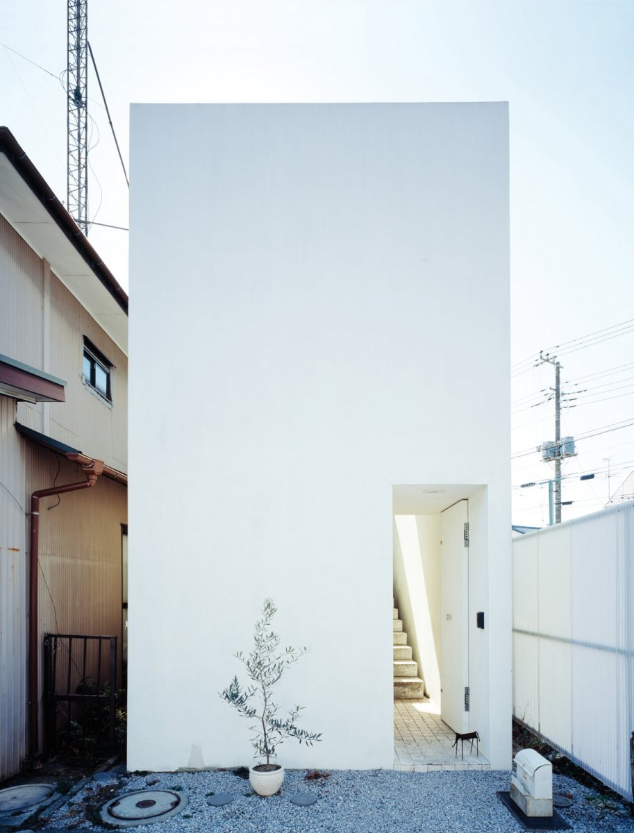 Small box-shaped house. Love House by Takeshi Hosaka Architects