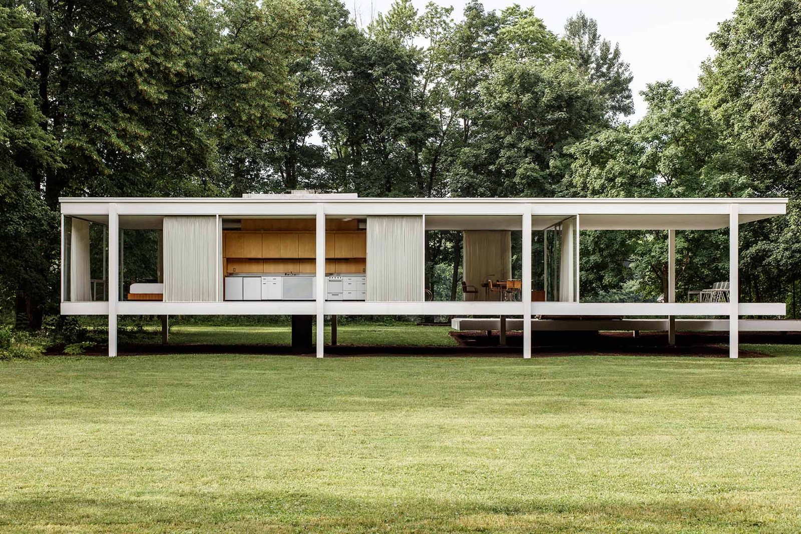 Villa Interiors Farnsworth House By Ludwig Mies Van Der Rohe Up Interiors